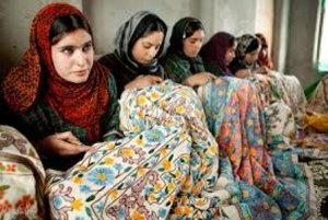 kashmiri-girls-in-handloom-center-doing-embroidery-work